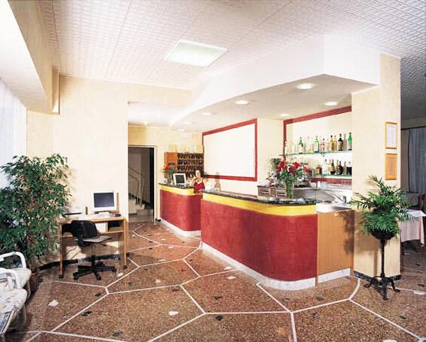 Pensioni due stelle rimini hotel economici a marina centro for Pensioni amsterdam centro economici